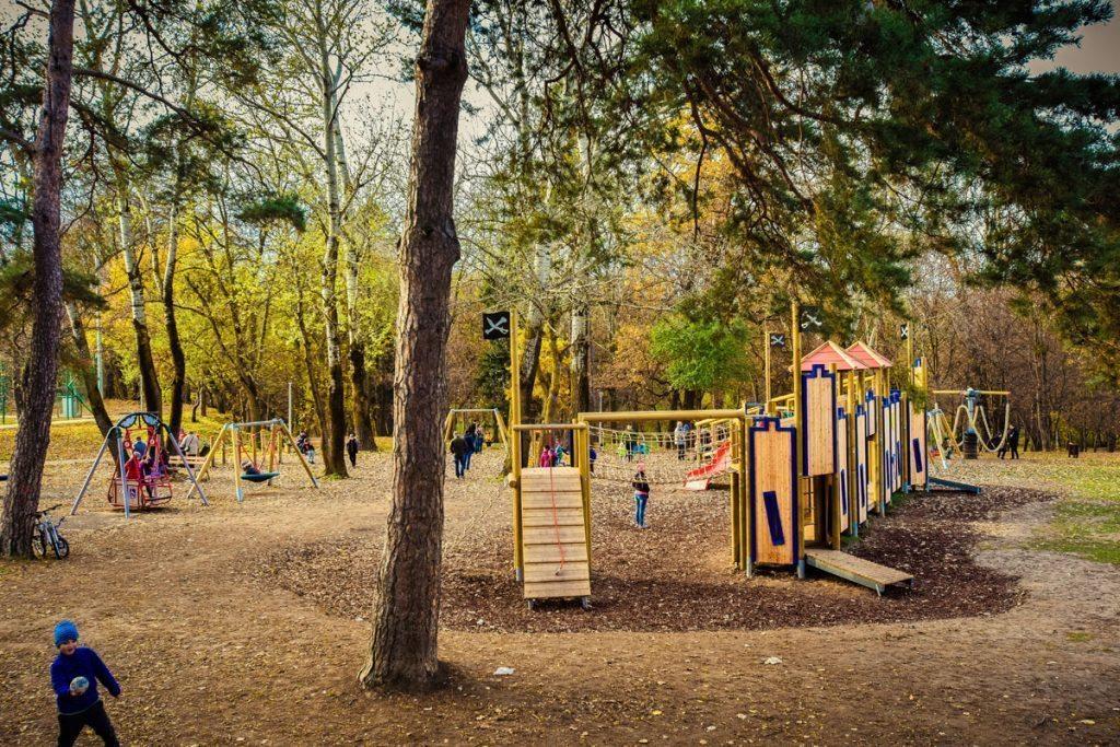 Sibiu Parc Sub Arini 01 - loc de joacă tematic